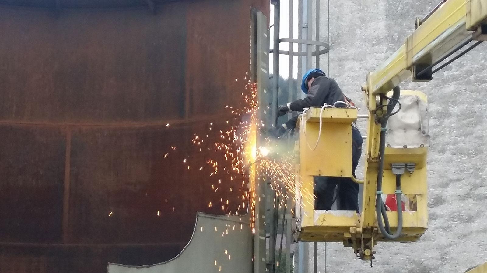 Industrietank demontieren