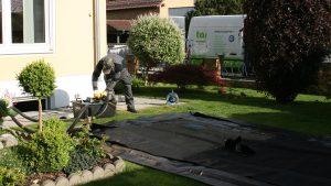 Aufbau zur Zwischenlagerung des Heizöls im Garten