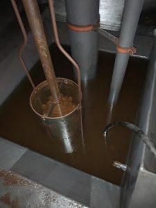 Ausbringen des restlichen Kerosins aus dem Pumpensumpf
