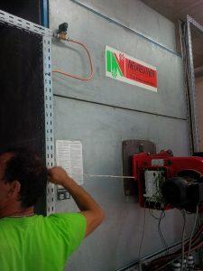 Schutz der Entnahmeleitung gegen Aushebern erfolgt über Magnetventil, angeschlossen über Brennersteuerung