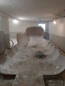 Bis auf Bodenbereich größtenteils demontierter GFK-Tank